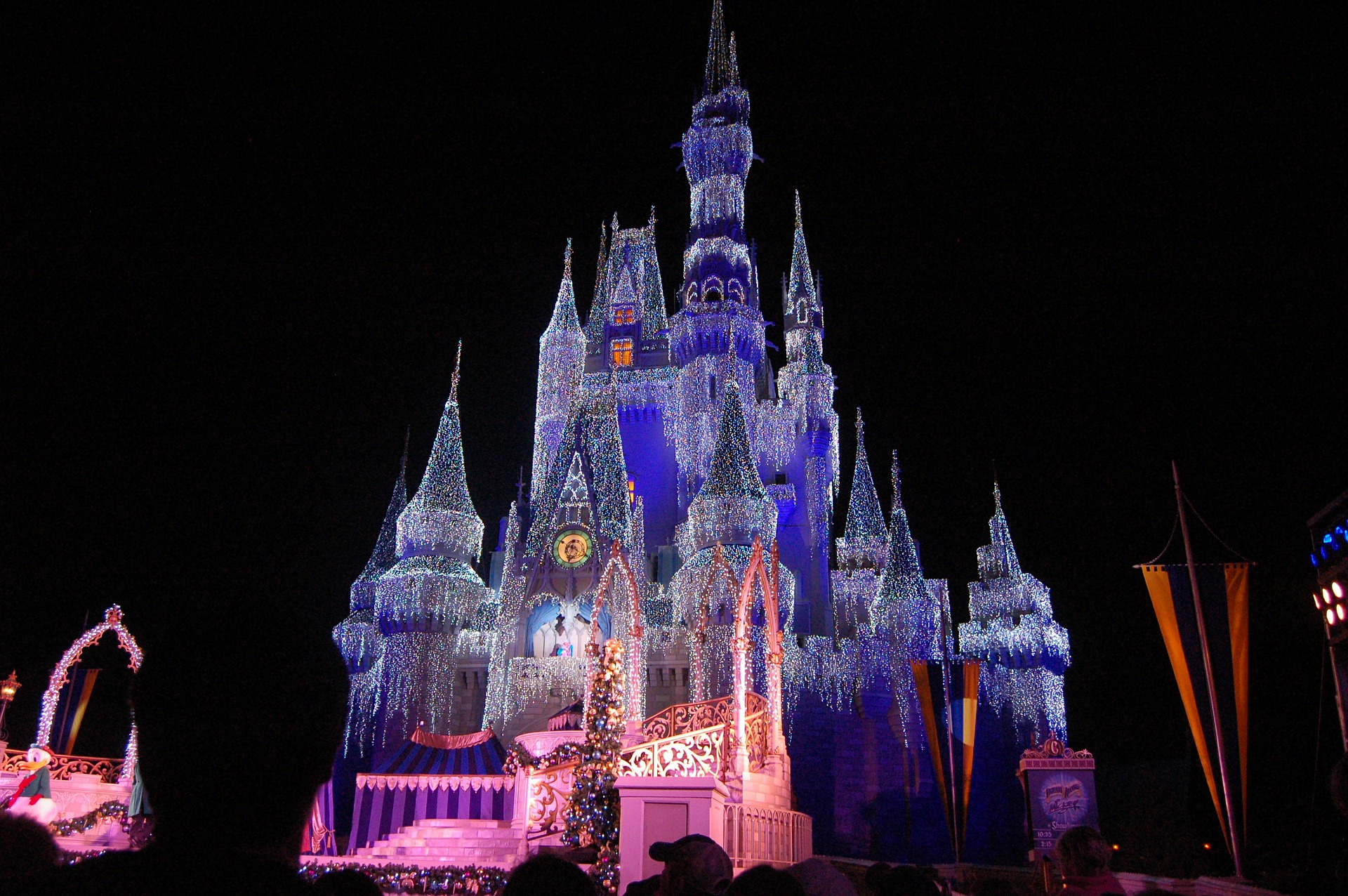 Mickey's Very Merry Christmas Party - Castle Vacations