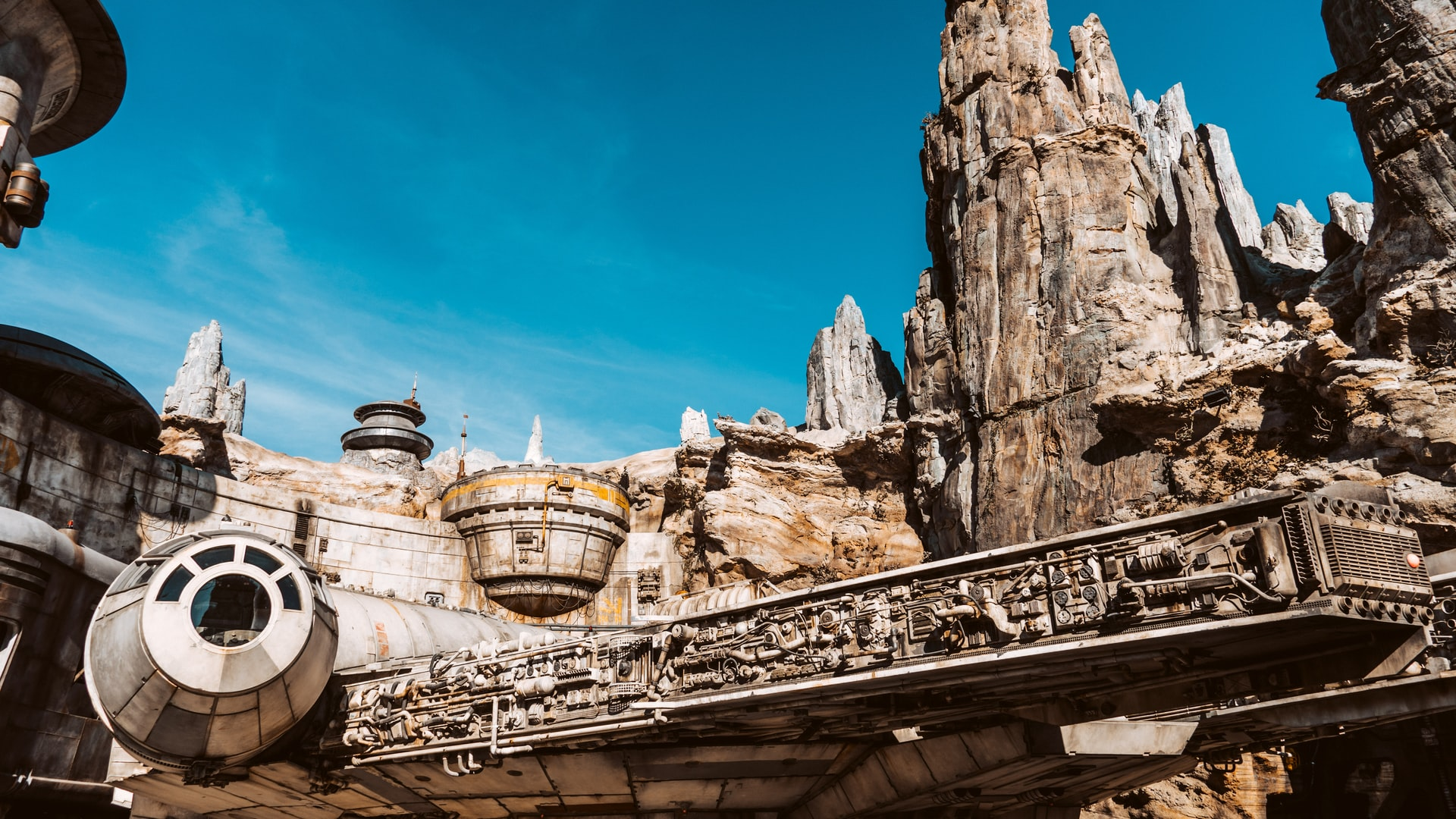 Star Wars Galaxy's Edge at Disney - Castle Vacations